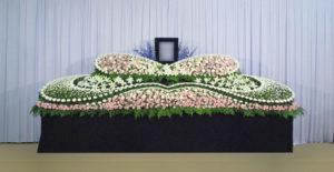 グラデーション祭壇G-7 : サイズW4,500 x H2,000 x D1,000(mm)